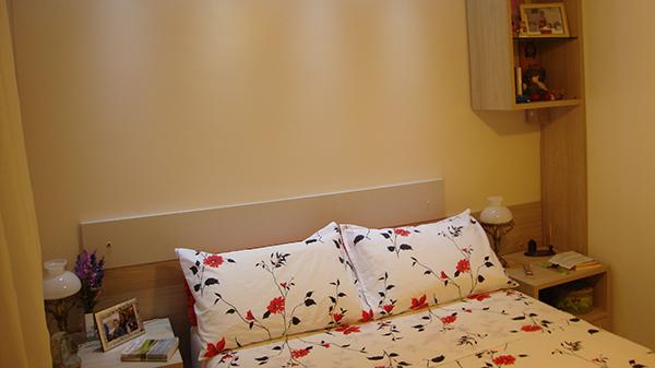 Dormitório casal com criado mudo